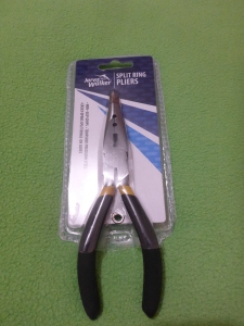 Image Description: a pair of split-ring pliers with black handles
